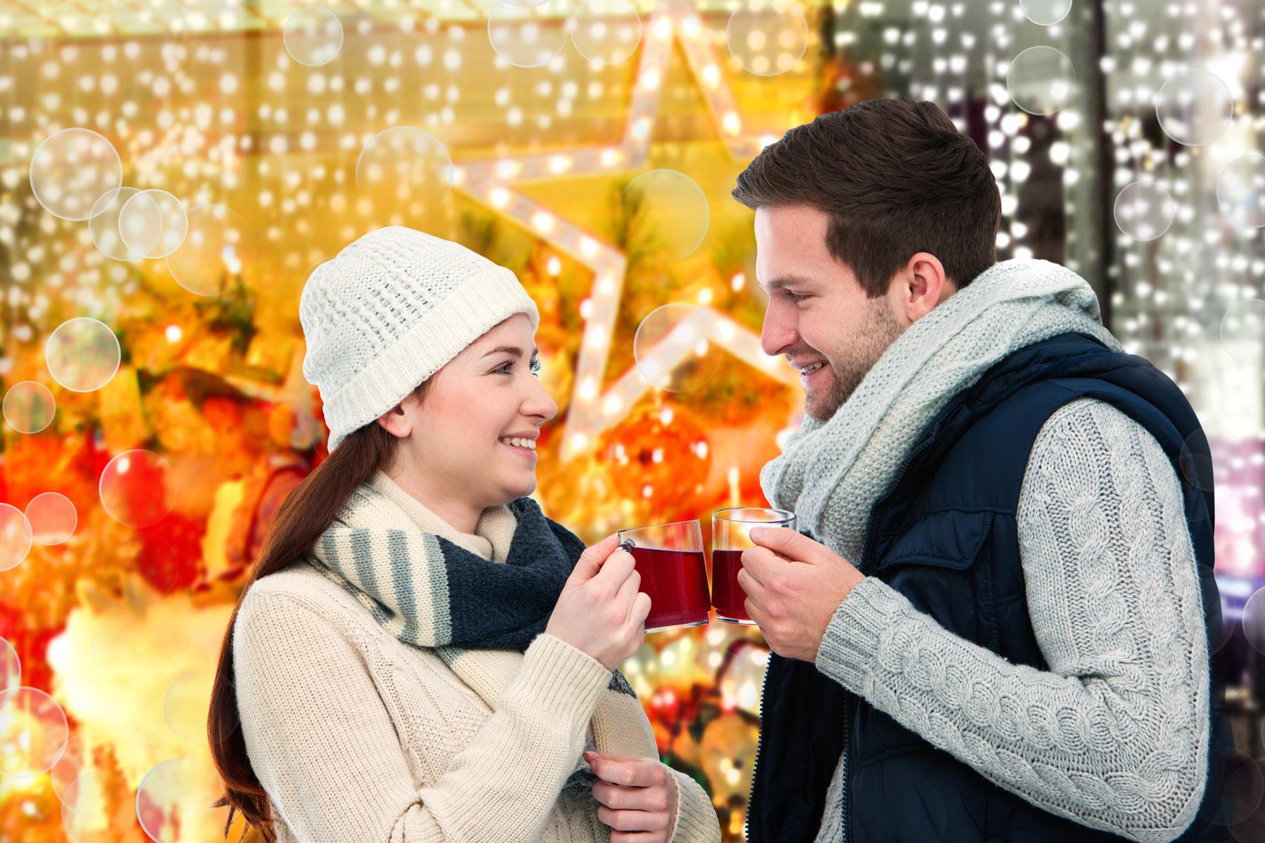 advent-weihnachtmarkt-gluehwein-trinken